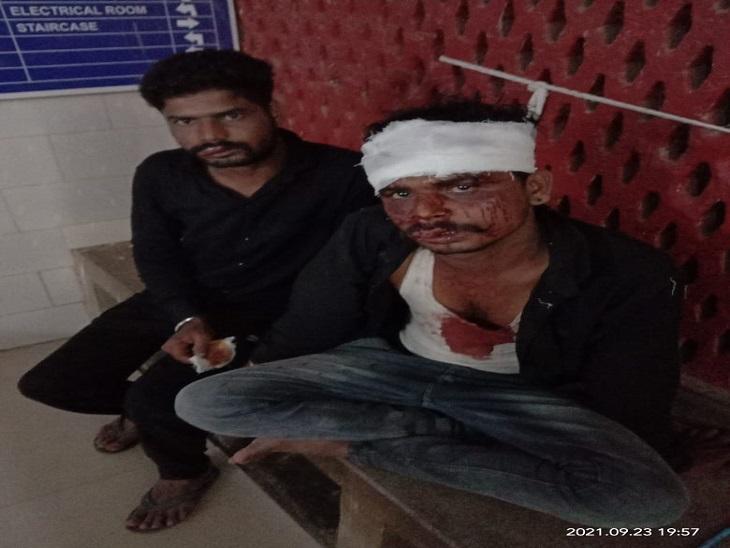 झाड़ोल हाइवे पर दो युवकों के साथ 4 बदमाशों ने की मारपीट, जेब में रखे 40 हजार नकदी ले गए, एक गंभीर घायल उदयपुर रेफर|उदयपुर,Udaipur - Dainik Bhaskar