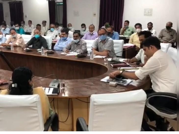 177 केन्द्रों पर होगी REET परीक्षा,परीक्षार्थियों के आने-जाने के लिए 130 अतिरिक्त बसों व वाहनों की व्यवस्था,नकल रोकने के लिए प्रशासन सतर्क डूंगरपुर,Dungarpur - Dainik Bhaskar