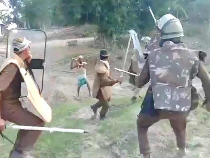 पुलिस और ग्रामीणों के बीच जमकर लाठियां चलीं।