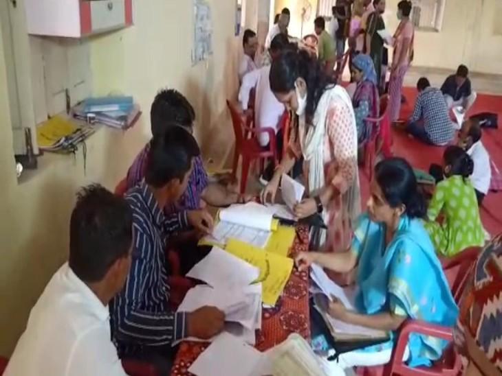 दो दिन तक चली दस्तावेज जांच में 447 में से 286 अभ्यर्थियों ने करवाई दस्तावेज की जांच, 161 रहे अनुपस्थित|राजस्थान,Rajasthan - Dainik Bhaskar
