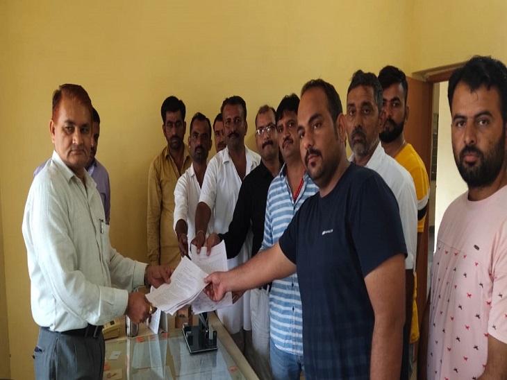 नई आबकारी नीति से शराब व्यापारियों में रोष, मांगे नहीं मानी तो दुकान के ताले लगाकर देंगे धरना; 3 दिन का दिया अल्टीमेटम|जैसलमेर,Jaisalmer - Dainik Bhaskar