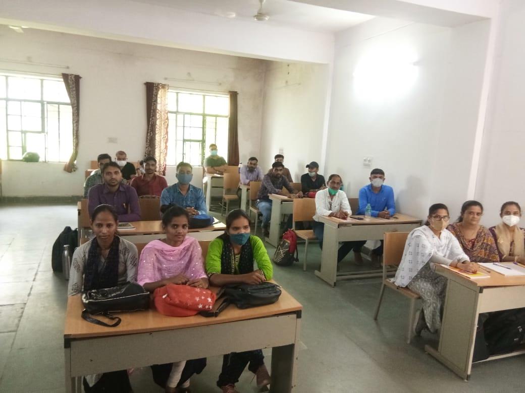 बांसवाड़ा में 30 सीएचओ का प्रशिक्षण शुरू, 6 माह तक चलेगा विशेष प्रशिक्षण, आबादी के 36 प्रतिशत लोगों में हाइपरटेंशन और डायबिटिज बीमारी को दूर करने की लेंगे शपथ|राजस्थान,Rajasthan - Dainik Bhaskar
