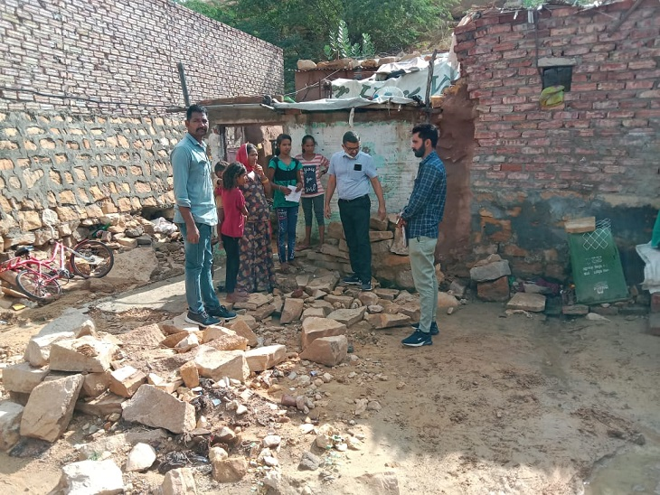 मौसमी बीमारियों की रोकथाम के लिए कॉलोनियों में की जा रही एन्टी लार्वा गतिविधियां, CMHO ने की मॉनिटरिंग|जैसलमेर,Jaisalmer - Dainik Bhaskar