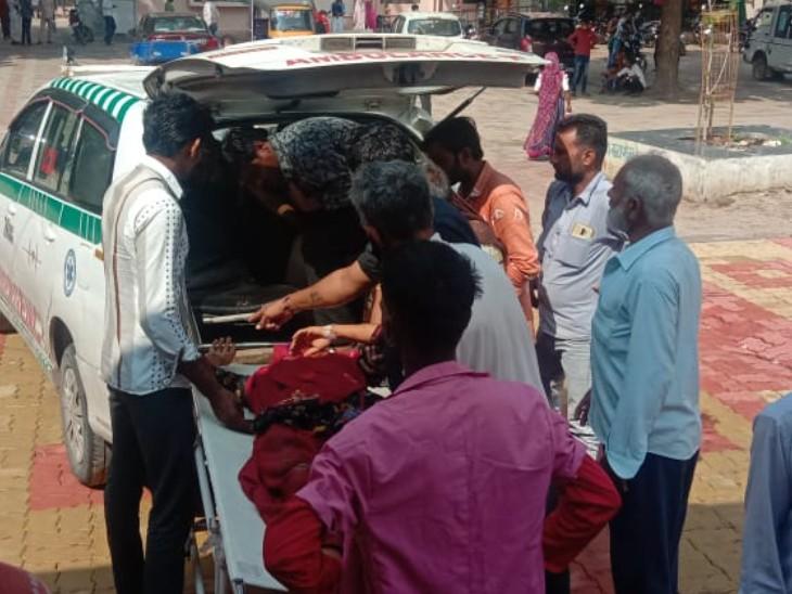 मां को बाइक पर लेकर जा रहा था बेटा, रास्ते में सामने से आ रही कार से टकराई, बेटे की हुई मौत, घायलमां का हॉस्पिटल में इलाज जारी|राजस्थान,Rajasthan - Dainik Bhaskar