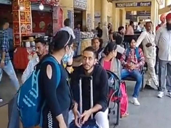चन्नी सरकार से वेतन बढ़ोतरी और पक्का करने के नोटिफिकेशन की मांग; 11 अक्टूबर से फिर चक्काजाम|जालंधर,Jalandhar - Dainik Bhaskar