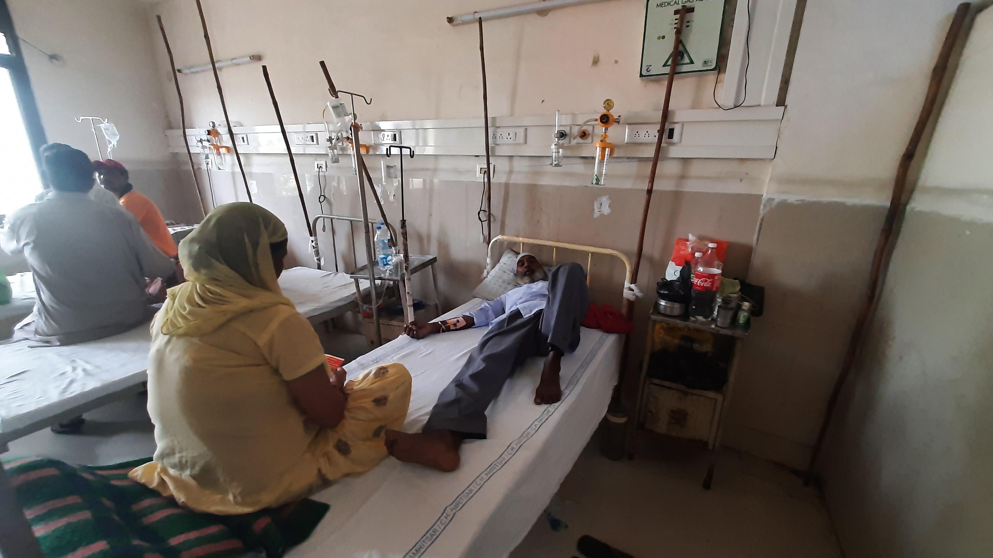 उपचाराधीन डेंगू मरीज।
