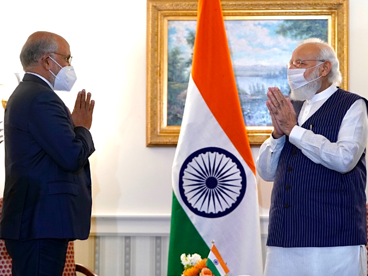 प्रधानमंत्री ने अमेरिका के टॉप 5 CEO से मुलाकात की। इसमें एडॉब के CEO शांतनु नारायण भी शामिल थे। शांतनु ने कहा कि जिस चीज से शिक्षा और डिजिटल साक्षरता को बढ़ावा मिले, वह एडॉब के लिए फायदेमंद है।