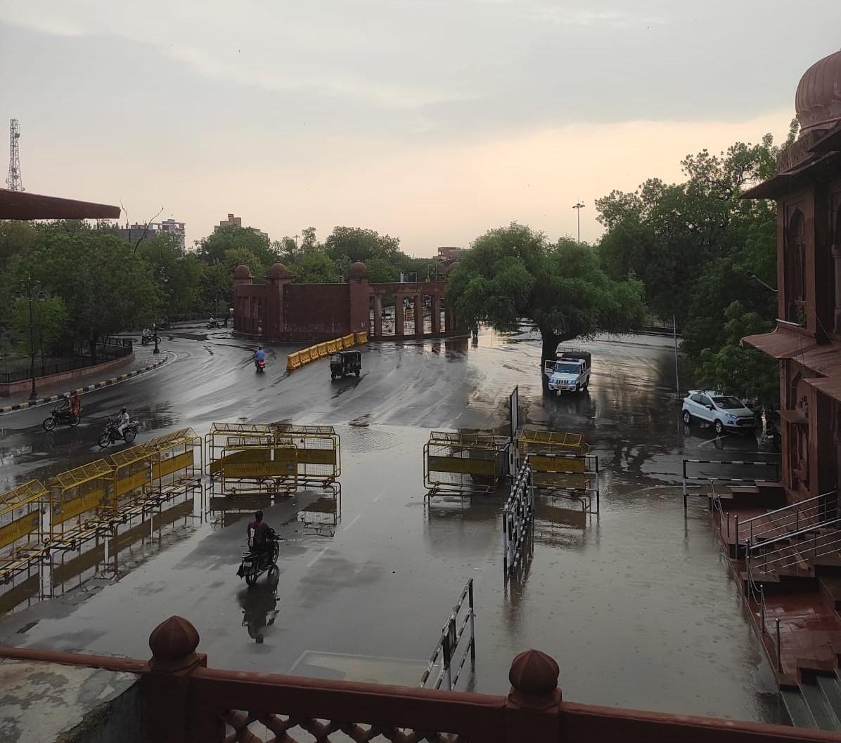 लगातार चौथे दिन बीकानेर में बारिश का सिलसिला जारी, श्रीकोलायत का कपिल सरोवर हुआ लबालब, शहर के तालाबों में भी आया पानी|बीकानेर,Bikaner - Dainik Bhaskar