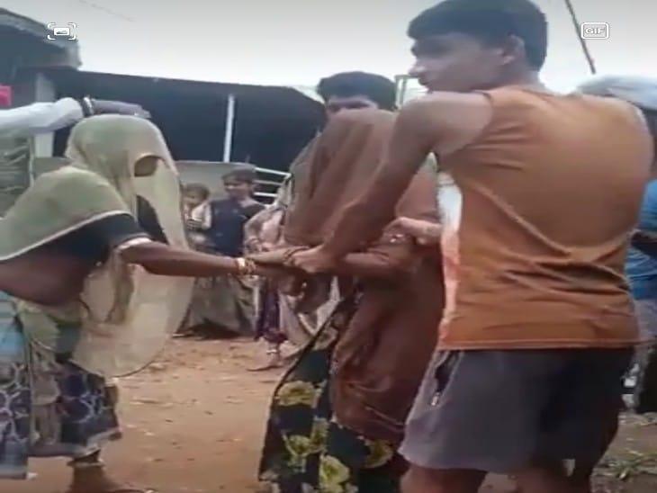 महिला को डर था कि कोरोना के टीके से मौत हो जाएगी, नर्स को देख घर से भागी; परिवारवालों ने जबरन लगवाई वैक्सीन|चित्तौड़गढ़,Chittorgarh - Dainik Bhaskar