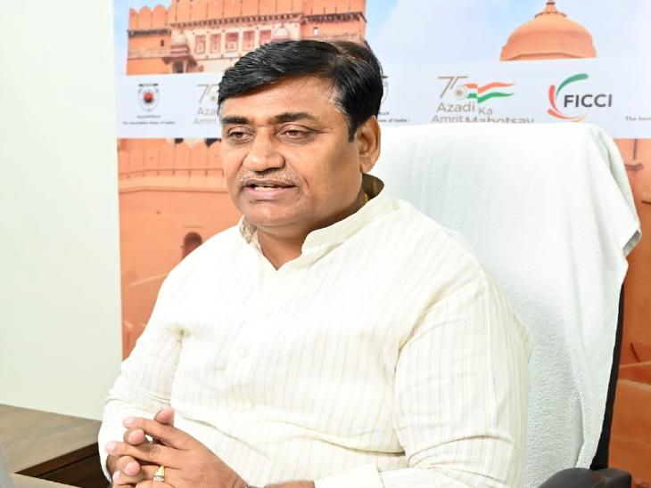 अभ्यर्थियों से भरी बस टोल फ्री होगी, एडमिट कार्ड दिखाने पर जयपुर मेट्रो और लो फ्लोर बसों में भी नहीं लगेगा किराया|REET 2021,REET 2021 - Dainik Bhaskar