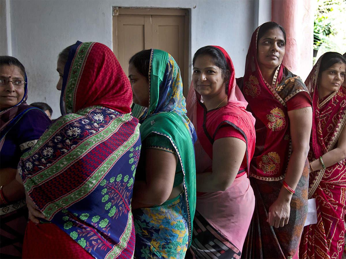 देश में बैंक खाते खुलवाने में पुरुषों को टक्कर दे रही महिलाएं, अकाउंट चलाने में भी आगे|वुमन,Women - Dainik Bhaskar