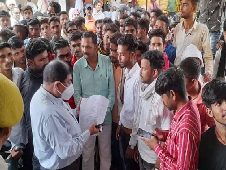 ललितपुर में यादव और क्षत्रिय समाज आमने-सामने; अभद्र टिप्पणी पर कार्रवाई की मांग|ललितपुर,Lalitpur - Dainik Bhaskar