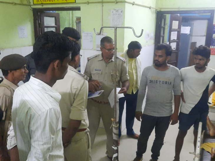 एक बाइक पर सवार होकर तीन लोग बिहारशरीफ जा रहे थे; ट्रक ने कुचला, मौके पर ही गई तीनों की जान|बिहार,Bihar - Dainik Bhaskar