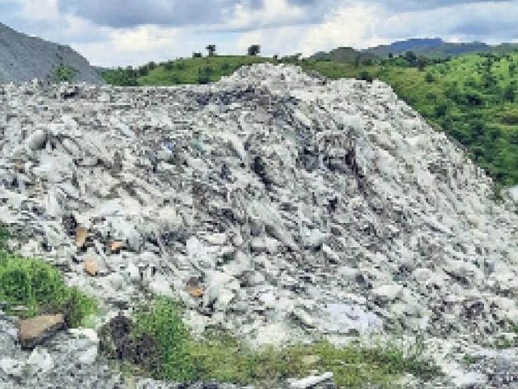 मी लोर्ड! आपके आदेशों पर मलबा... मंजूरी स्लरी डंप की, बना दिया प्लास्टिक का पहाड़|राजस्थान,Rajasthan - Dainik Bhaskar
