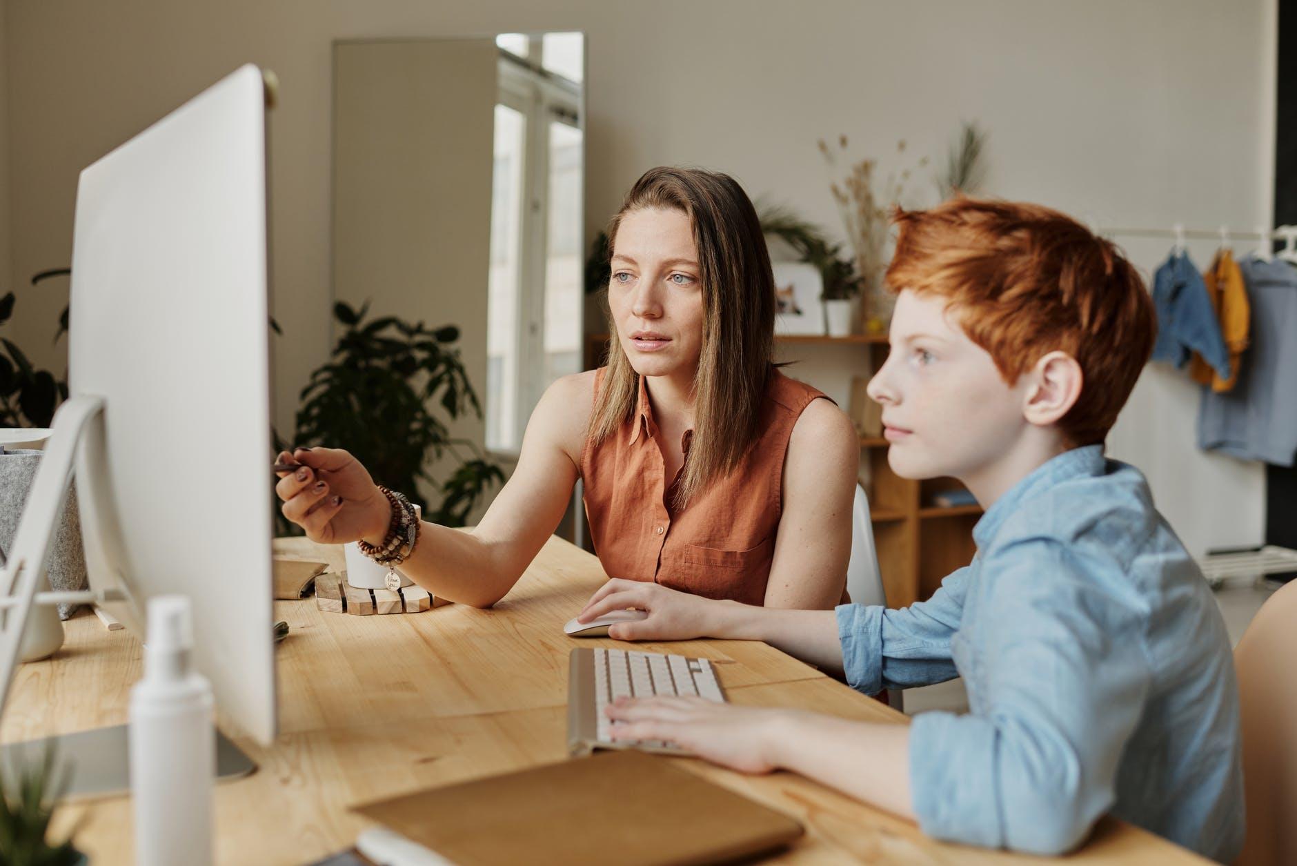 बच्चे बना रहे हैं मम्मियों को डिजिटल ज्ञान में माहिर|लाइफस्टाइल,Lifestyle - Dainik Bhaskar