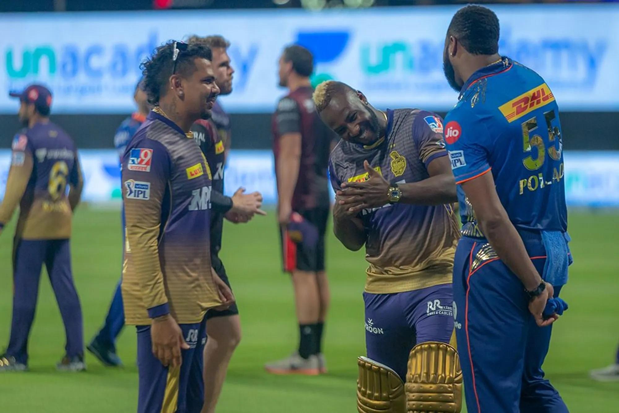 हालांकि मैच के बाद रसेल और पोलार्ड को एक-दूसरे के साथ हंसी-मजाक करते हुए भी देखा गया।