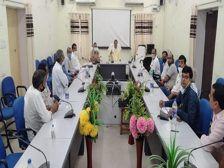 REET के आयोजन को लेकर बैठक में कलेक्टर ने की अपील, व्यापारियों ने सहयोग का दिया आश्वासन, बोले- 26 सितंबर को बंद रखेंगे बाजार|झुंझुनूं,Jhunjhunu - Dainik Bhaskar