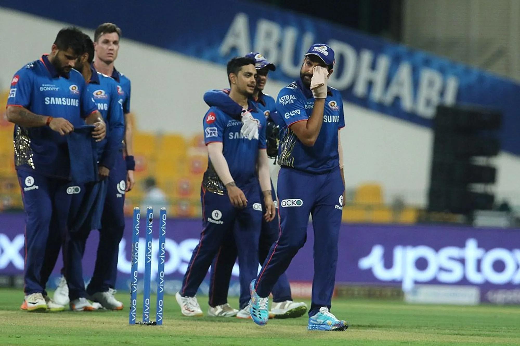 मैच हारने के बाद रोहित और उनकी टीम के चेहरे पर तनाव दिखा। असल में इस हार के साथ ही मुंबई पॉइंट टेबल में चौथे नंबर से नीचे खिसक गई।
