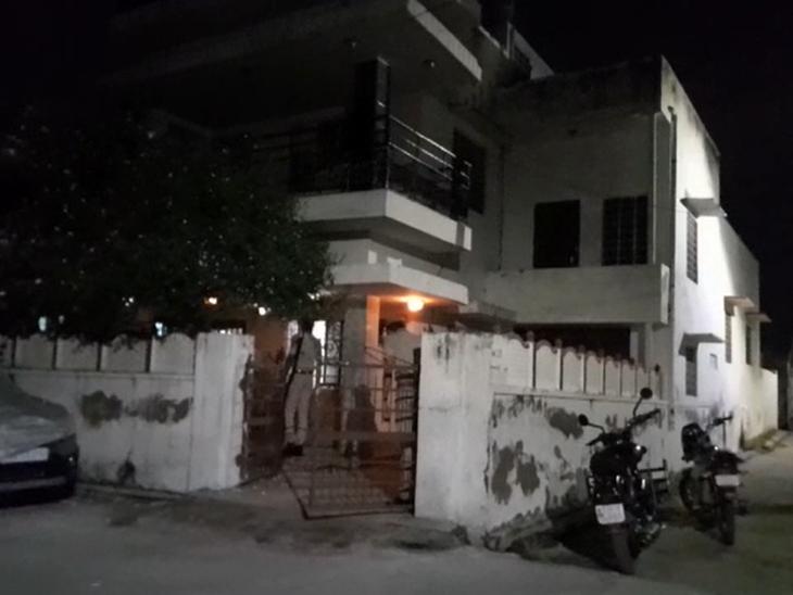 हिस्ट्रीशीटर की पत्नी को भगा ले गया था रिटायर्डबैंककर्मीका रिश्तेदार, यहां होने की भनक लगी तो चलाई गोली, हिस्ट्रीशीटर के घर पर मिले 16 लाख नकद|अजमेर,Ajmer - Dainik Bhaskar