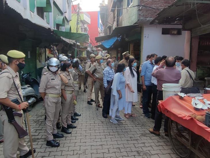 17 सितंबर को चेकिंग के दौरान लाइसेंस मांगे जाने पर भड़का था सपा पार्षद।