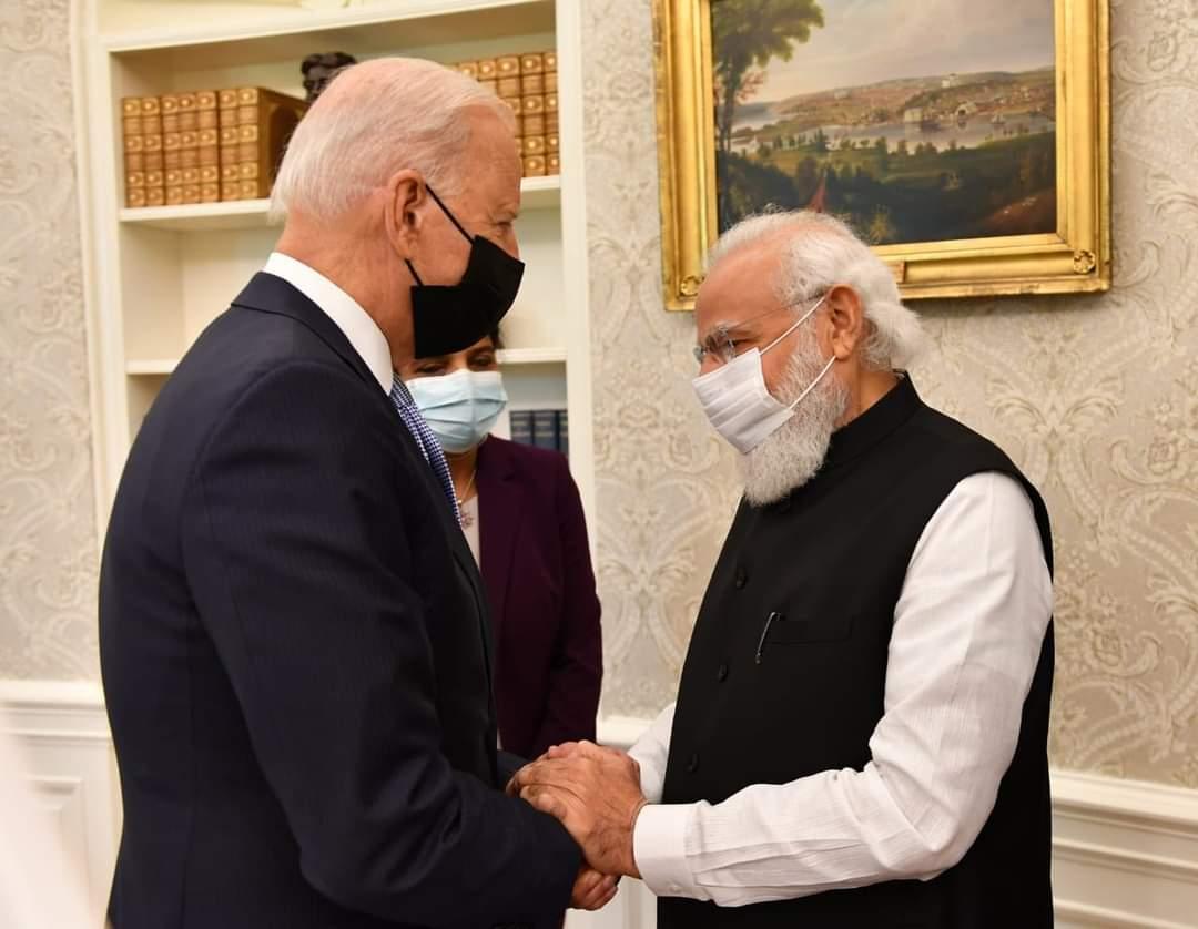 शुक्रवार को हुई बातचीत के दौरान बाइडेन ने महात्मा गांधी का भी जिक्र किया। बाद में प्रधानमंत्री ने इसको आगे बढ़ाते हुए कहा कि हम इस प्लेनेट के ट्रस्टी हैं और इसे संभालकर रखना हमारी ही जिम्मेदारी है।