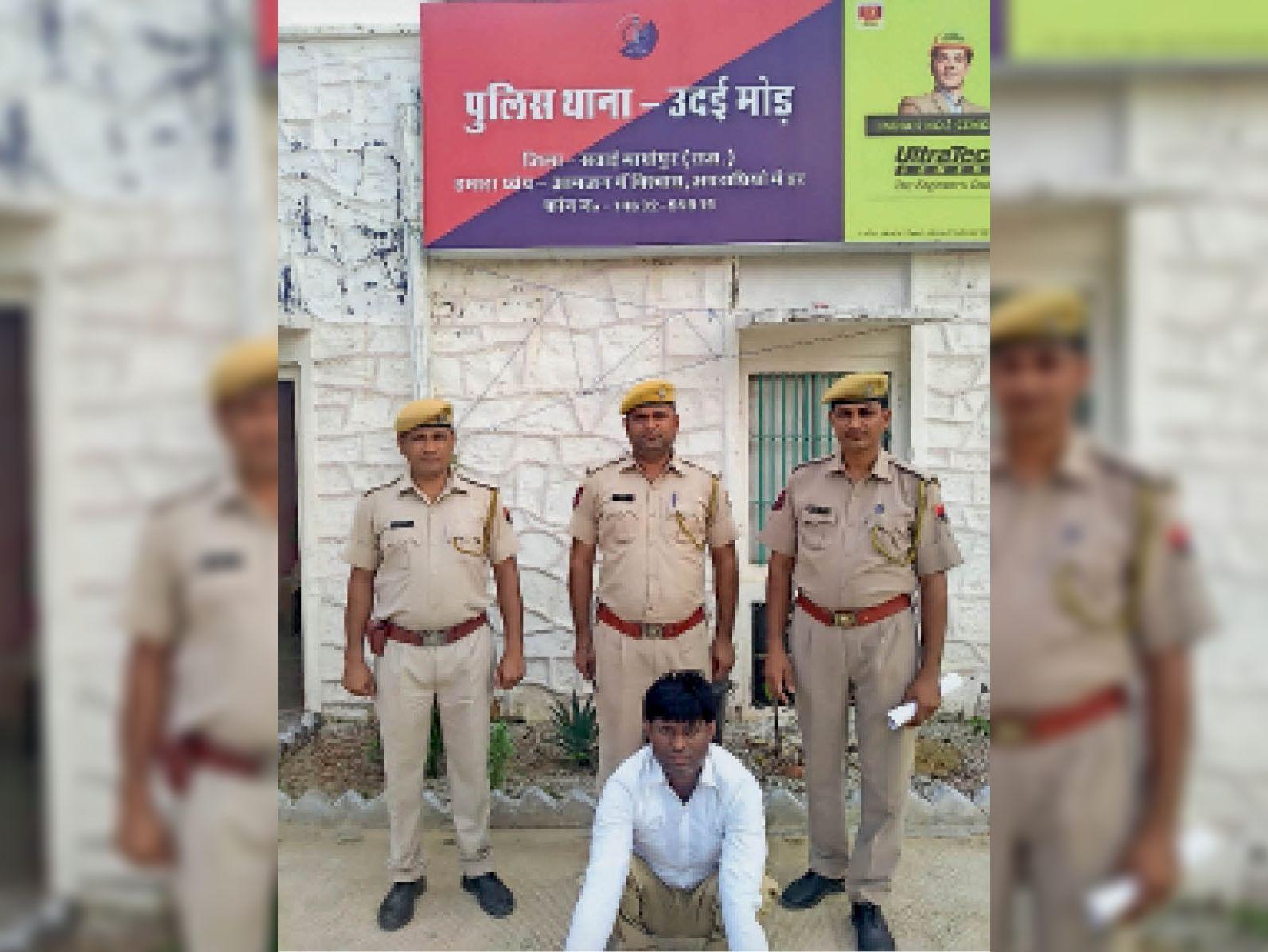 फर्जी पेपर बेचने वाले गिरोह का सदस्य पकड़ा, प्रत्येक पर्चा 15 लाख में बेच रहा था, 4 करोड़ के लेनदेन का हिसाब मिला सवाई माधोपुर,Sawai Madhopur - Dainik Bhaskar