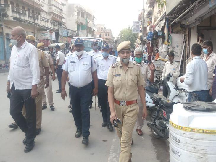यातायात सुचारू करने के लिए पुलिस ने अस्थाई अतिक्रमण नहीं करने की हिदायत दी।