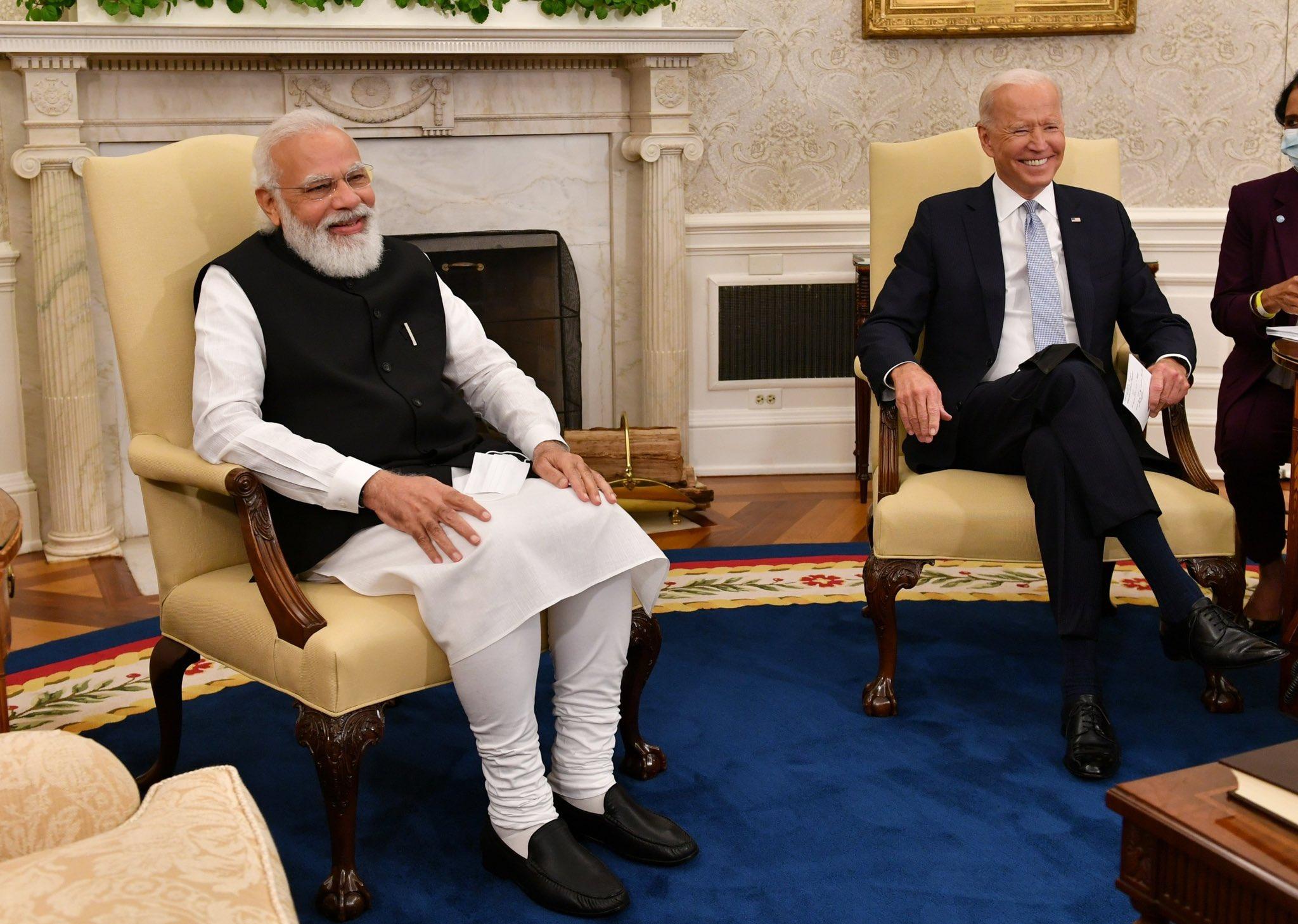 मोदी और बाइडेन बातचीत के दौरान बिल्कुल सहज नजर आए। 2014 और 2016 में दोनों नेताओं की मुलाकात हो चुकी थी। तब बाइडेन ओबामा एडमिनिस्ट्रेशन में वाइस प्रेसिडेंट थे। मुलाकात में बाइडेन ने अपनी मुंबई विजिट को याद किया।