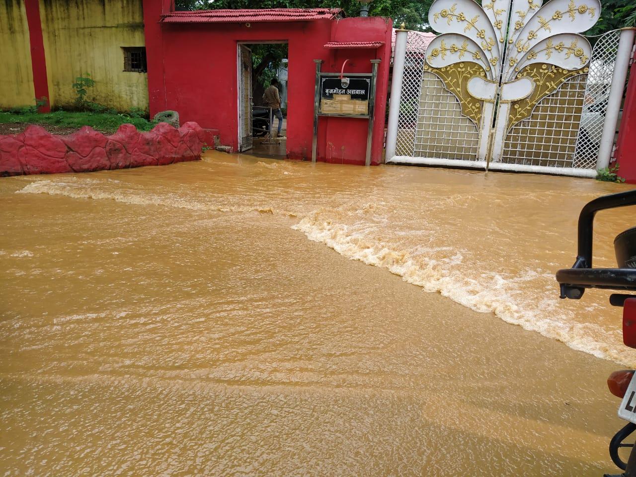 पूर्व मंत्री बृजमोहन अग्रवाल के घर में पानी।