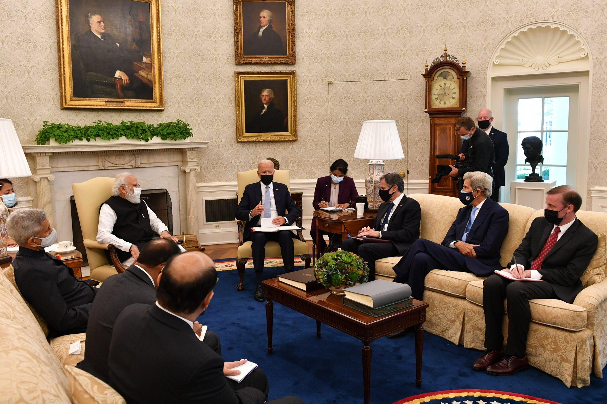 प्रेसिडेंट बाइडेन और प्रधानमंत्री मोदी की मीटिंग के दौरान दोनों देशों के टॉप डिप्लोमैट भी मौजूद रहे। भारतीय दल में NSA अजीत डोभाल और विदेश मंत्री जयशंकर भी शामिल थे तो वहीं अमेरिका की तरफ से विदेश मंत्री एंटनी ब्लिंकन मौजूद थे।