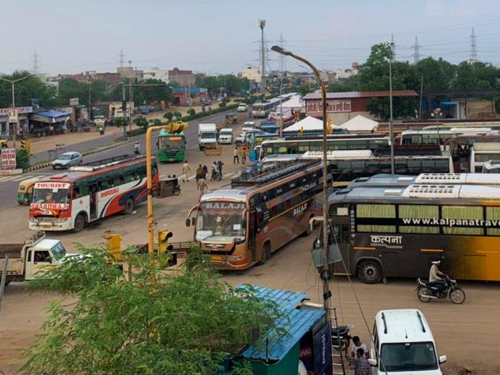 भीड़ से बचने के लिए अस्थाई बस अड्डे पर पुलिस-प्रशासन ने संभाला मोर्चा; CCTV कैमरों से की जा रही निगरानी|REET 2021,REET 2021 - Dainik Bhaskar