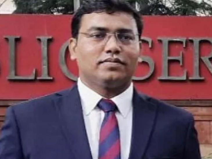अल्ताफ इस्लामपुर के नवोदय विद्यालय के छात्र हैं। उनके IPS बनने के बाद से उनके स्कूल में भी जश्न का माहौल है।