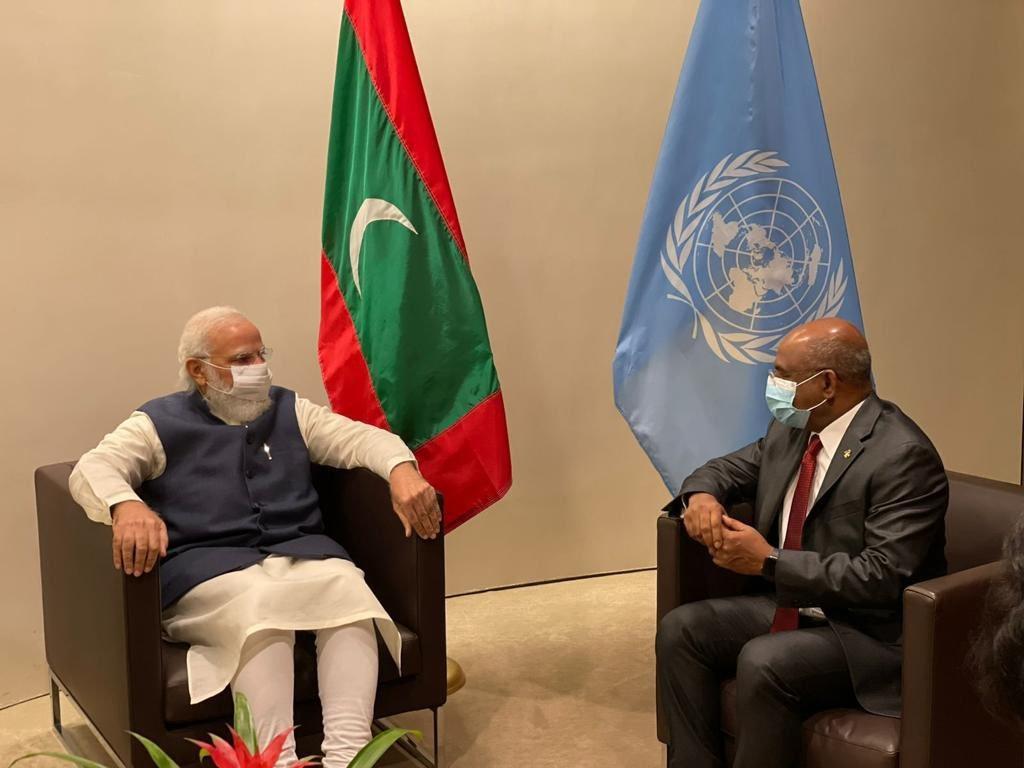 प्रधानमंत्री नरेंद्र मोदी ने संयुक्त राष्ट्र के जनरल असेंबली हॉल में UNGA अध्यक्ष अब्दुल्ला शाहिद से मुलाकात की।