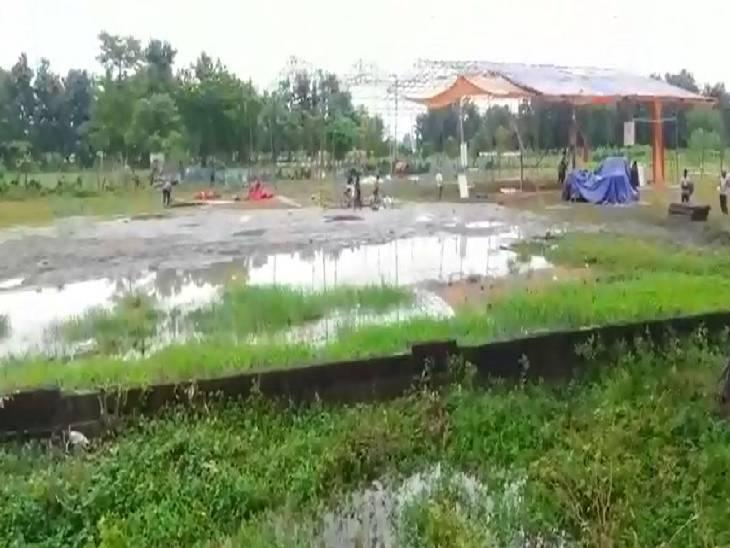 लाभार्थियों को देने वाले थे गैस चूल्हा व पीएम आवास योजना का लाभ, हेलीपैड पर भरा गया पानी गोंडा,Gonda - Dainik Bhaskar