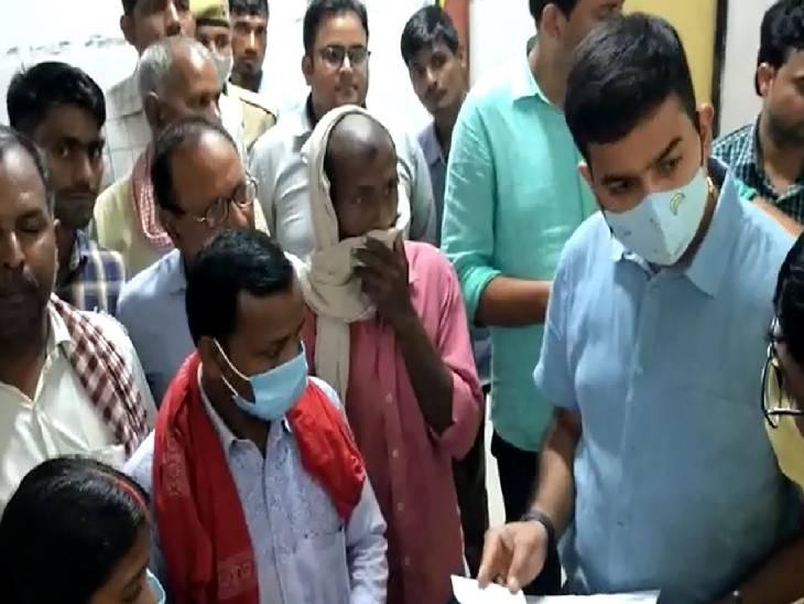 5 डॉक्टर व 3 कर्मचारी मिले अनुपस्थित, मरीज ने बताया बाहर से दवा लिखते हैं डॉक्टर|चंदौली,Chandauli - Dainik Bhaskar
