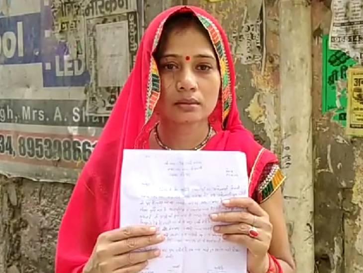 महिला ने कहा- मुंह में कपड़ा ठूसा, गाने की आवाज तेज कर बेल्ट से पति ने पीटा|फतेहपुर,Fatehpur - Dainik Bhaskar