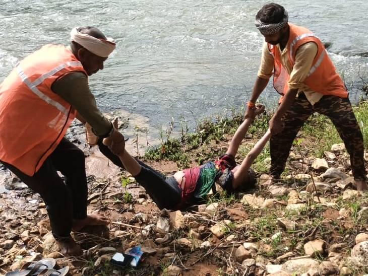 2 दिन पहले चित्रकूट घूमने आई थी युवती, अपनों से बिछड़ी; नदी में मिला शव चित्रकूट,Chitrakoot - Dainik Bhaskar
