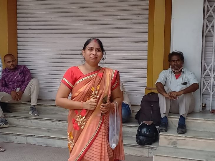 प्रवेश पत्र गुम हुआ, तो नहीं मिला प्रवेश; महिला का आरोप-दूसरा प्रवेश पत्र लेकर समय से पहुंच गई, लेकिन फिर भी रखा वंचित|अजमेर,Ajmer - Dainik Bhaskar