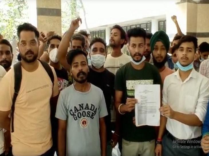 दर्जा चार कर्मचारियों को जॉब से हटाने का चल रह प्रयास, मंत्री वेरका के कार्यालय में सौंपा ज्ञापन|अमृतसर,Amritsar - Dainik Bhaskar