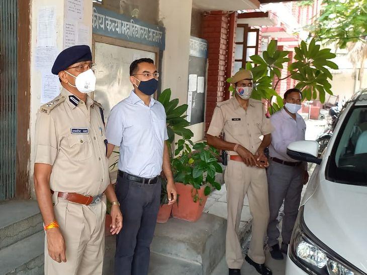 अजमेर जिला कलेक्टर प्रकाश राजपुरोहित व एसपी जगदीशचन्द्र शर्मा ने परीक्षा केन्द्रों का दौरा किया और जायजा लिया।