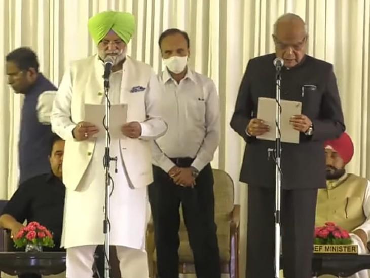 मंत्री पद की शपथ लेते हुए राणा गुरजीत।