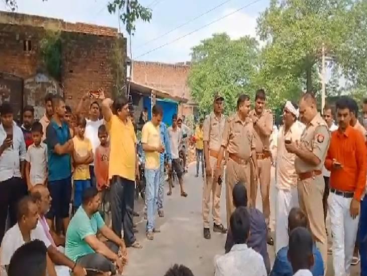 ग्रामीणों ने सड़क जामकर किया प्रदर्शन, पुलिस ने आरोपी को किया गिरफ्तार|चंदौली,Chandauli - Dainik Bhaskar