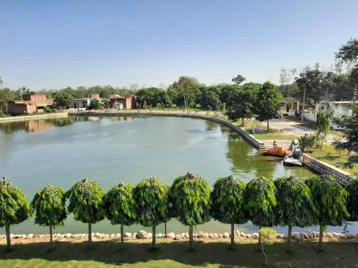 रामवीर सेअर्थ नाम से NGO चलाते हैं। कई तालाबों को उन्होंने जिंदा करने के बाद ईको टूरिस्ट स्पॉट में बदल दिया है।