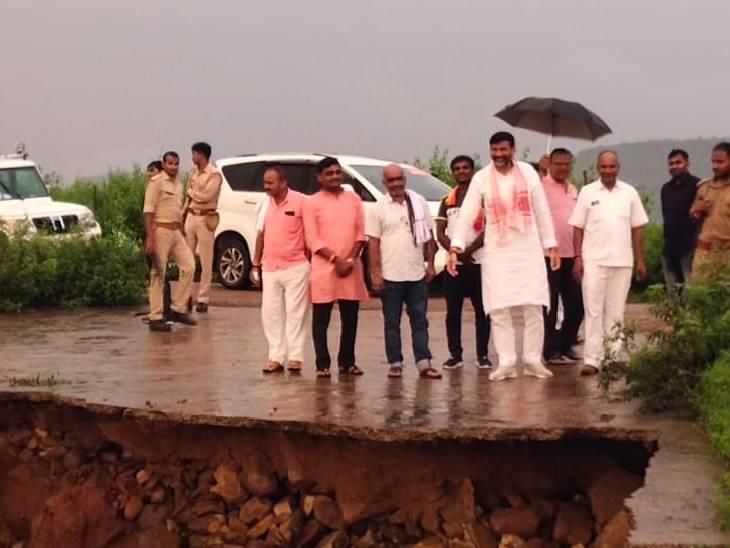 चित्रकूट में बरदहा नदी पर बनेगा पुल, नवरात्रि में भूमि पूजन करेंगे मानिकपुर विधायक; बाढ़ में फंस गए थे आरके सिंह पटेल चित्रकूट,Chitrakoot - Dainik Bhaskar