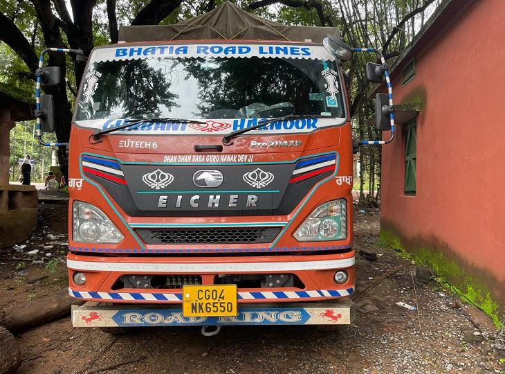 सीजी 04 एमके 6550 राइपुर के कैर्री अमरजीत सिंह की है।
