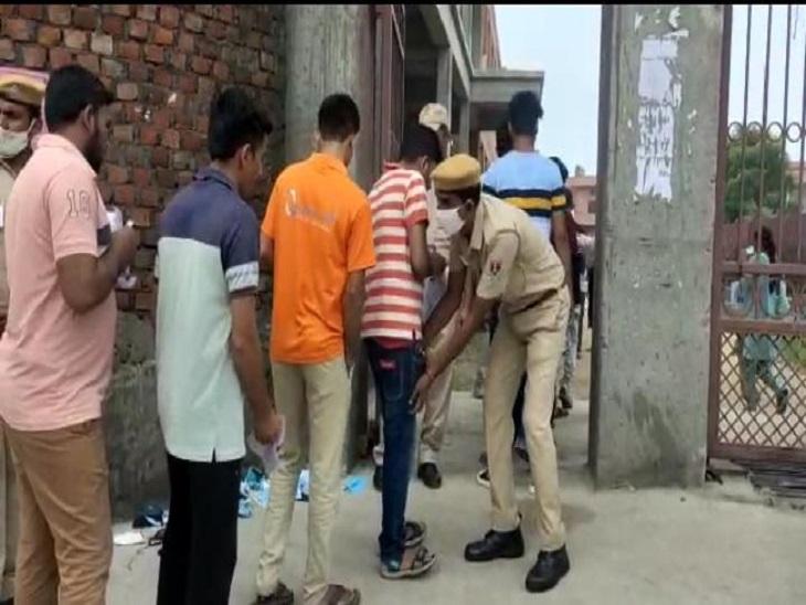 कड़ी जांच के बाद परीक्षार्थियों को परीक्षा केंद्रों में प्रवेश दिया गया।
