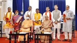 मंत्रियों को दो टूक- चुनाव में वक्त कम है, ज्यादा टाइम जनता के बीच ही रहें; आज शाम तक हो सकता है विभागों का बंटवारा|लखनऊ,Lucknow - Dainik Bhaskar