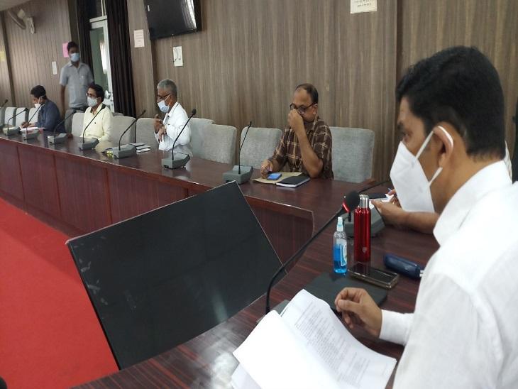 जिले के CDO ने दिया मतदाता जागरूकता कैलेंडर बनाने का निर्देश, आंगनवाड़ी,आशा बहुएं करेंगी जागरूक|आजमगढ़,Azamgarh - Dainik Bhaskar