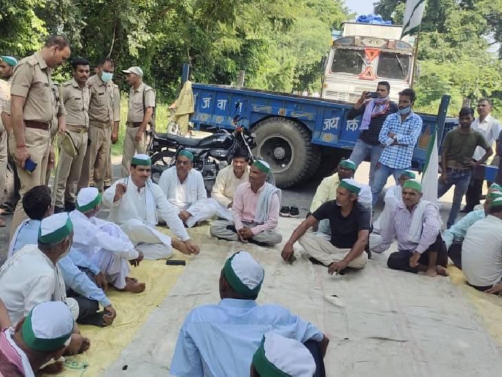 बुलंदशहर के औरंगाबाद में भाकियू ने बुलंदशहर-गढ़ हाईवे जाम किया। पुलिस इंस्पेक्टर से कार्यकर्ताओं की नोकझोंक भी हुई।