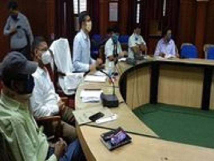 : 3 हफ्ते से लगातार अनुपस्थित चल रहे थे कर्मचारी, वेतन काटने के साथ मांगा गया स्पष्टीकरण|आजमगढ़,Azamgarh - Dainik Bhaskar